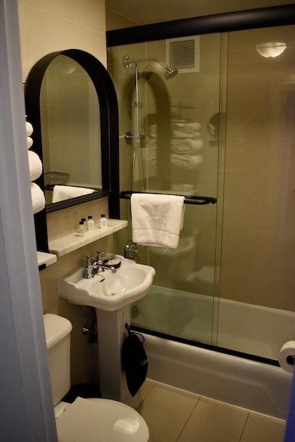 bathroom details voco the Franklin